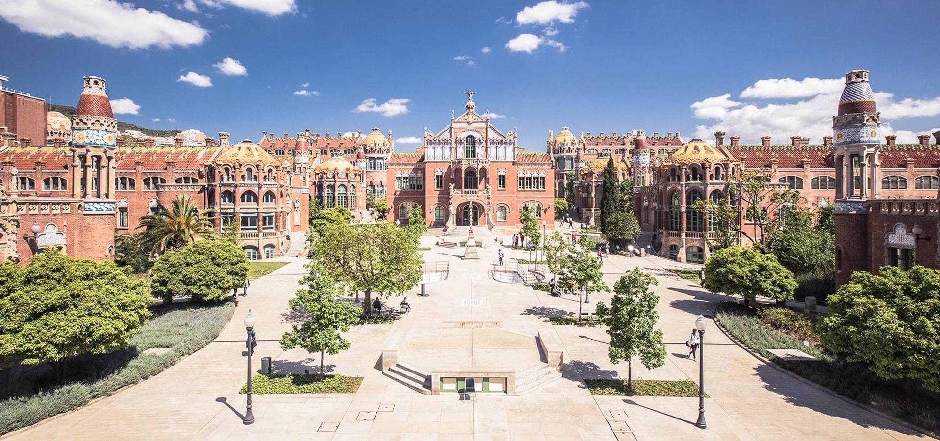 Intérieur de l'enceinte Moderniste de l'Hopital Sant Pau à Barcelone