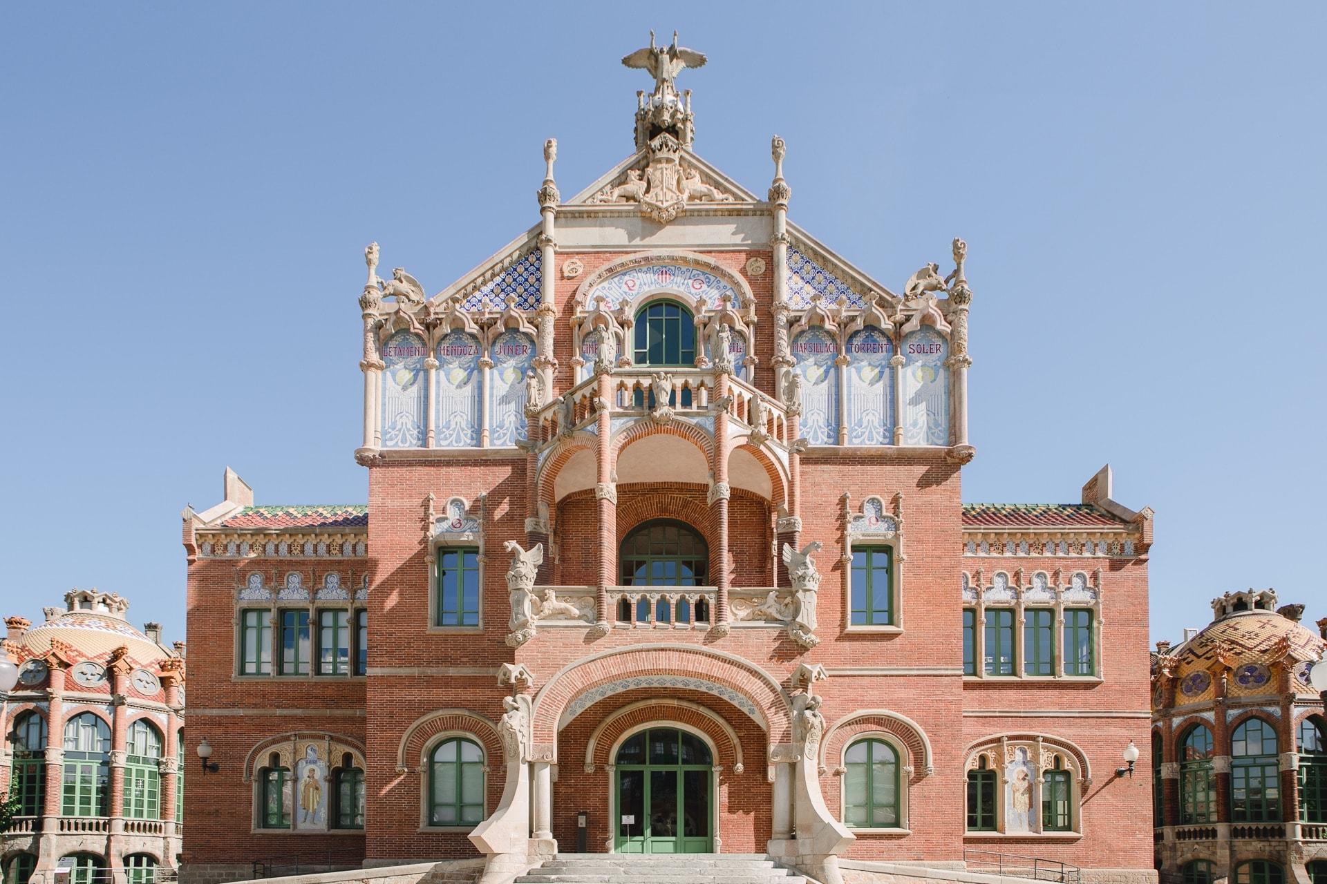 Façade du pavillon des Opérations de L'hospital Sant Pau à Barcelone