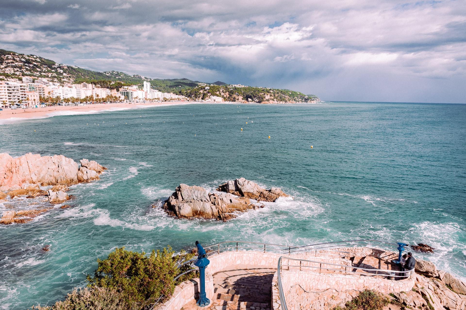 Vue de Lloret de Mar depuis la cala Banys