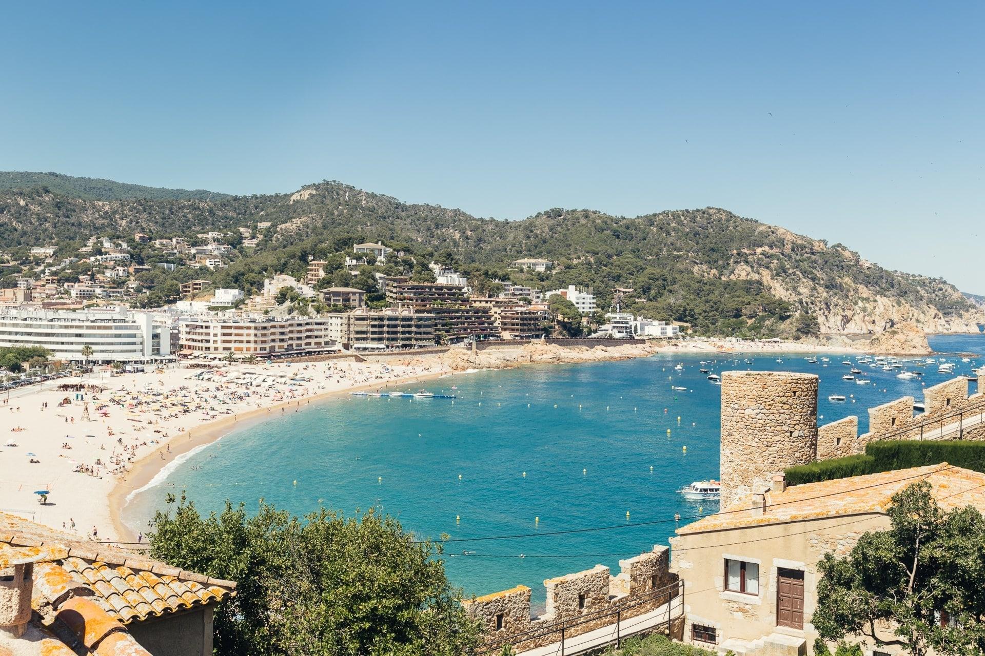 La plage Platja Gran de Tossa de mar en Catalogne