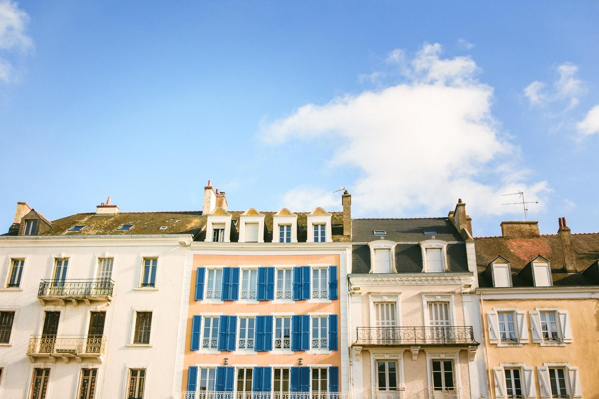 Les jolies façades du Palais à Belle-Île-en-mer