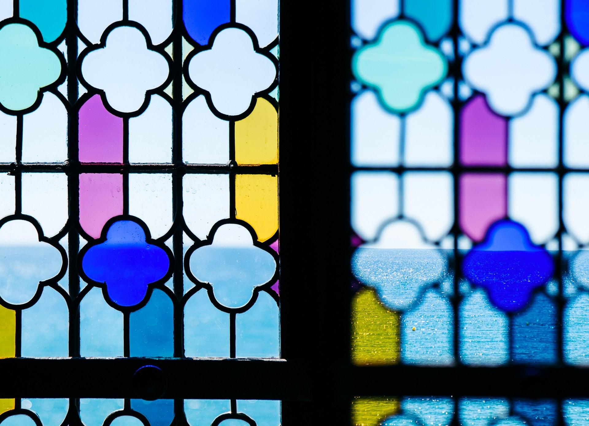 Vitraux des fenêtres du château de la napoule