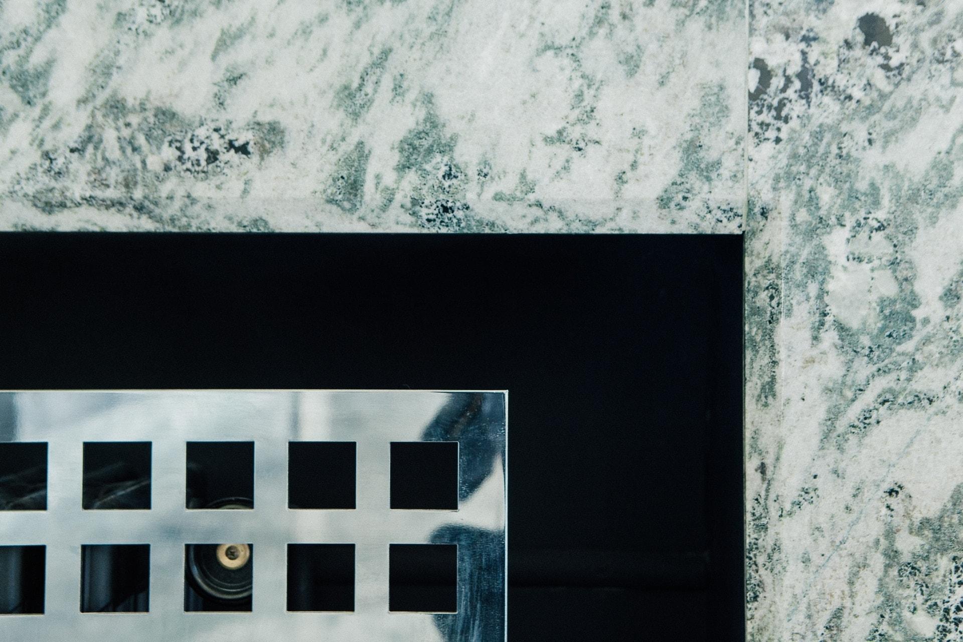 Décoration en marbre des radiateurs - Villa Cavrois