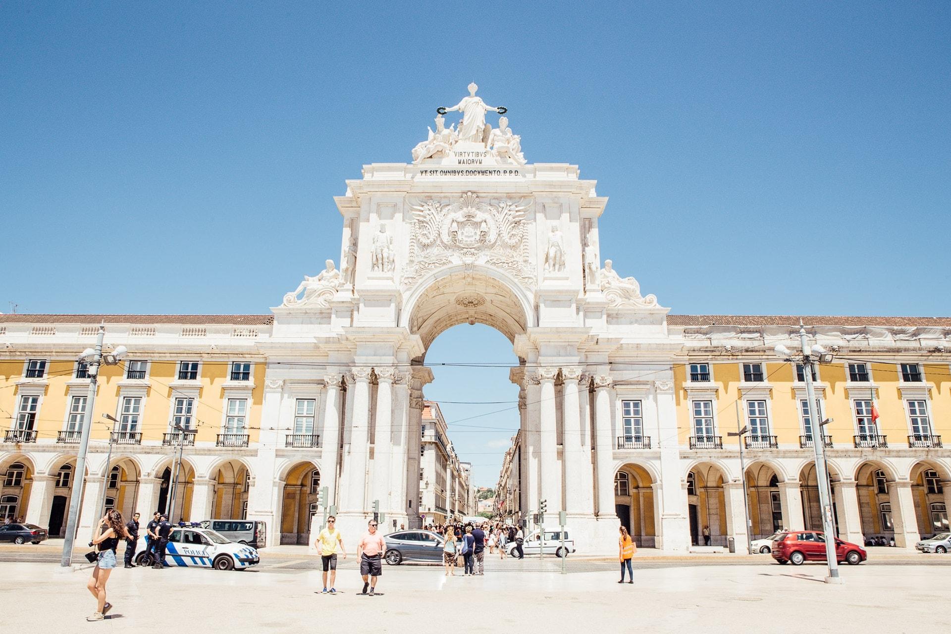 Arc de Triomphe entre la rua Augusta et la Praça do Comércio dans le quartier de Baixa à Lisbonne, au Portugal